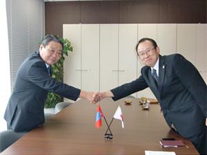 (左)フレルバータル大使(右)木村社長